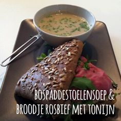 Bospaddestoelensoep & broodje tonijn met rosbief