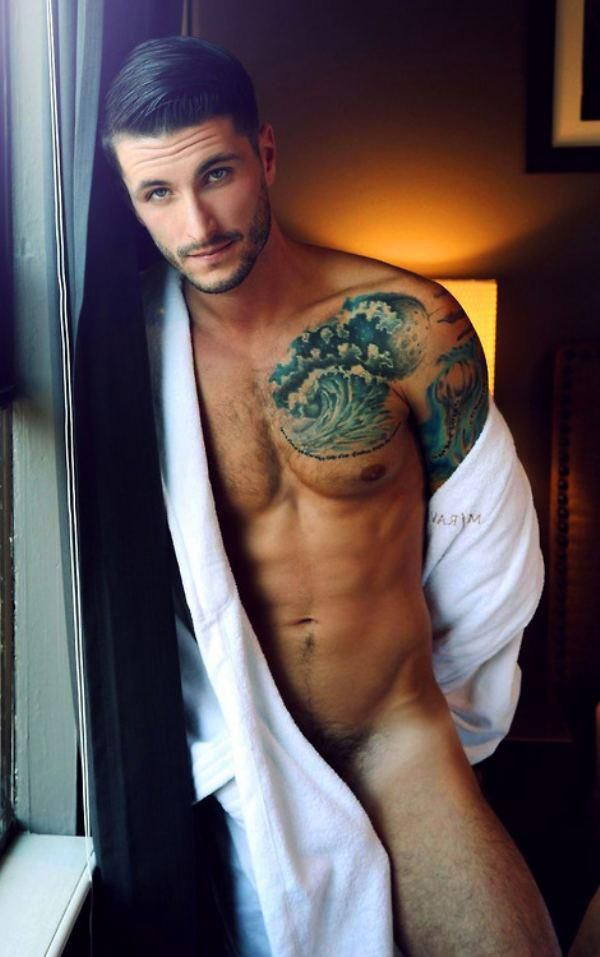 Shirtless Friday Photos : theBERRY