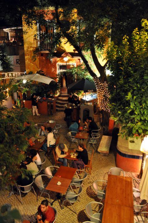 Chapito - Bar Lisbonne - Pas fou, pas spécialement donné, mais tout est dans la vue (resto à l'étage)