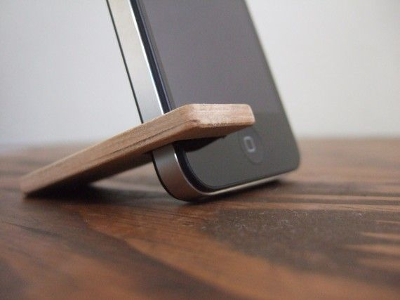 Holz-iPhone 4 / 4 s / 5C stand.  Kirsche mit Holzkohle.