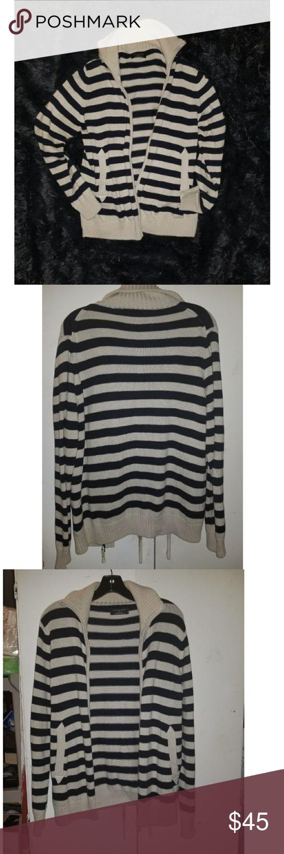 🎉NWOT Men's Zara Navy & Cream Zip Up Sweater🎉 Men's zara zip up sweater Navy and cream  Mint condition  Perfect for any season Has 2 pockets  Zips up Zara Sweaters Zip Up