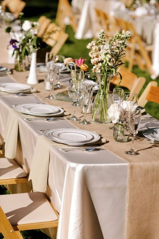 i like to gold table clothes and burlap table runnersjust change up the gold with jewel colors