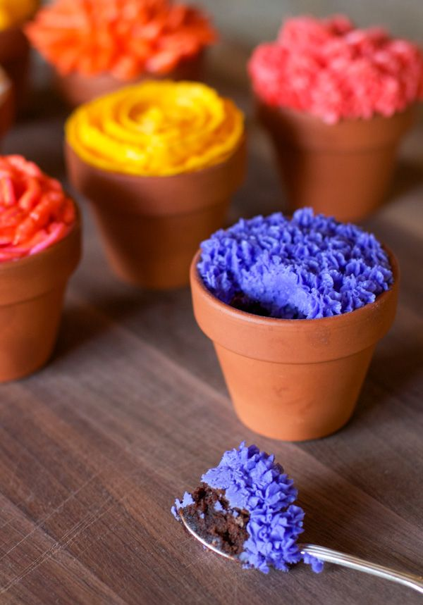 Chocolate Brownie Flower Pots. So cute! But kind of freaks me out the sound that I think the spoon would make on the pot.