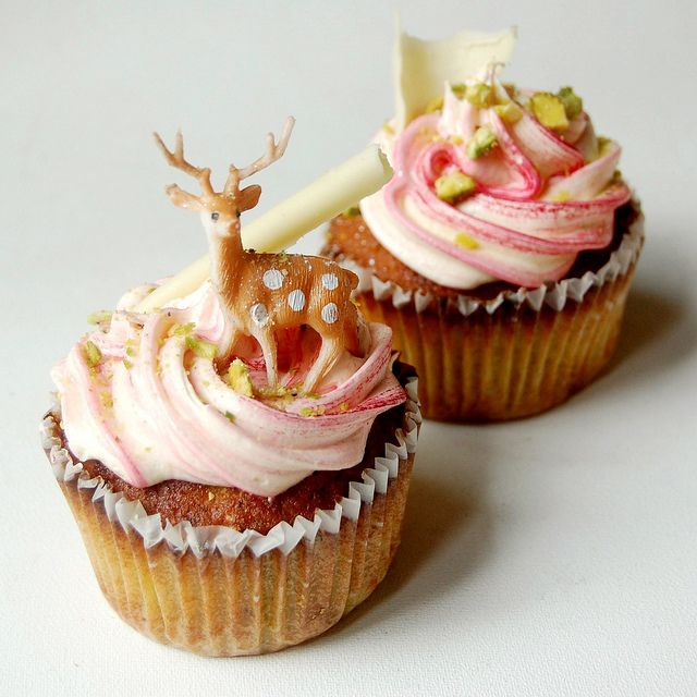pretty Pistachio Cupcakes with White Chocolate and Rose Frosting ...