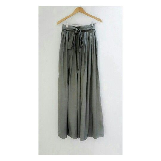 Lovely Wave gray skirt is suit for your move #identity #hijab #hijabfashion #skirt #premiumquality #gray #dailylooks