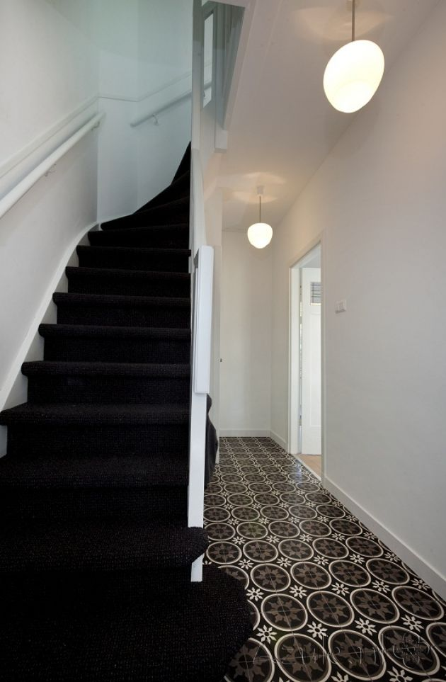 Cement tiles Hall - Negra 19 - Project van Designtegels.nl