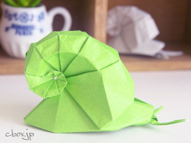1枚の折り紙でここまでできるのか と思うような本物そっくり 存在感ばっちりなカタツムリです かたつむり 折り紙 折り紙 折り紙 インテリア
