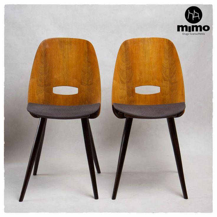 """Meble vintage, retro, design. Krzesła sygnowane """"Tatra"""". Oparcie wykonane z fornirowanej sklejki. Elementy drewniane wykończone politurą, obicie - popielata tkanina wełniana."""