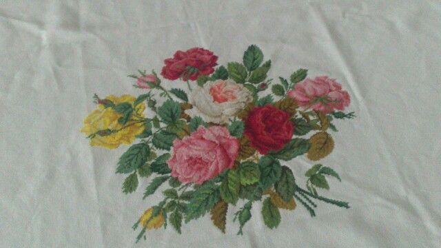 Obrus w róże  Wzór: Roses in their spendour