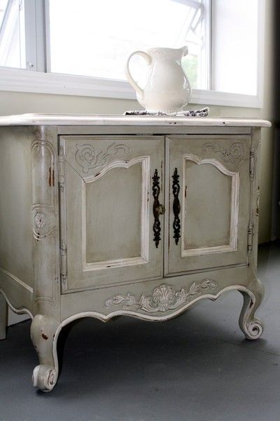 Shabby chic end table apartment-inspiration.. Mom- this is what I want to do with the piece of furniture from Tom & Patsy!
