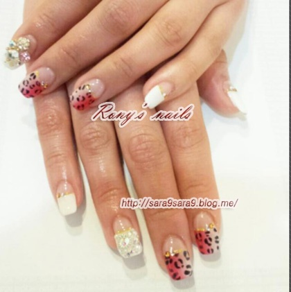 hi guys. I've been working as a nail artist!!! If u wanna get fantastic nails , just come see me Im currently in Korea, Seoul +821020947240   www.sara9sara9.blog.me