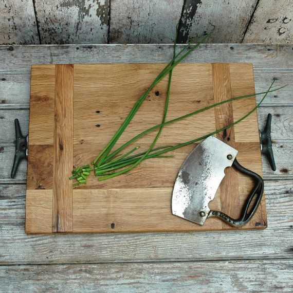 Se il tagliere di plastica non fa per te e preferite un bel piano di legno, guarda questo di Etsy $100$
