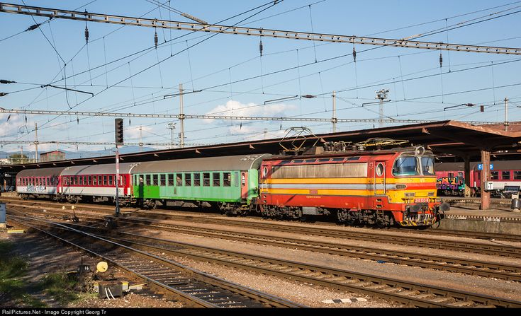 """Electric locomotive 240.133 for 25000 V 50 Hz of the Slovakian Railways ZSSK, called """"Laminatka"""", with a regional train to Levice in Zvolen station. The 3200 kW locomotives were built from 1968 by Škoda, Plzeň, with a reinforced glass fibre body. This locomotive has the original colors from the 1970'."""