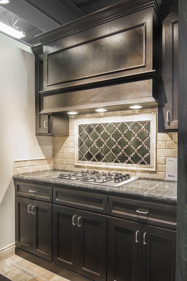 Kitchen backsplash travertine tile - Artisan Arabesque Ceramic Tile Focal Point With Sandlewood Travertine Subway Backsplash