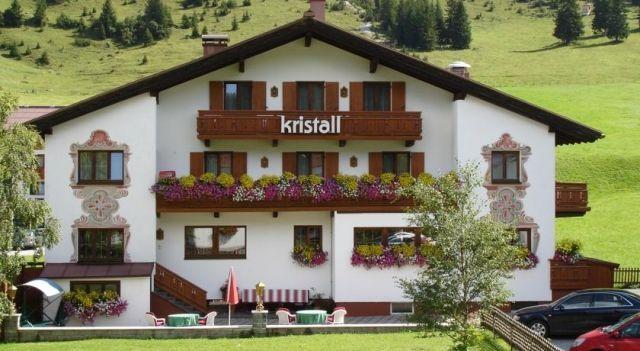 Hotel Kristall - 3 Star #Hotel - $102 - #Hotels #Austria #LechamArlberg http://www.justigo.us/hotels/austria/lech-am-arlberg/pension-kristall-lech_48812.html