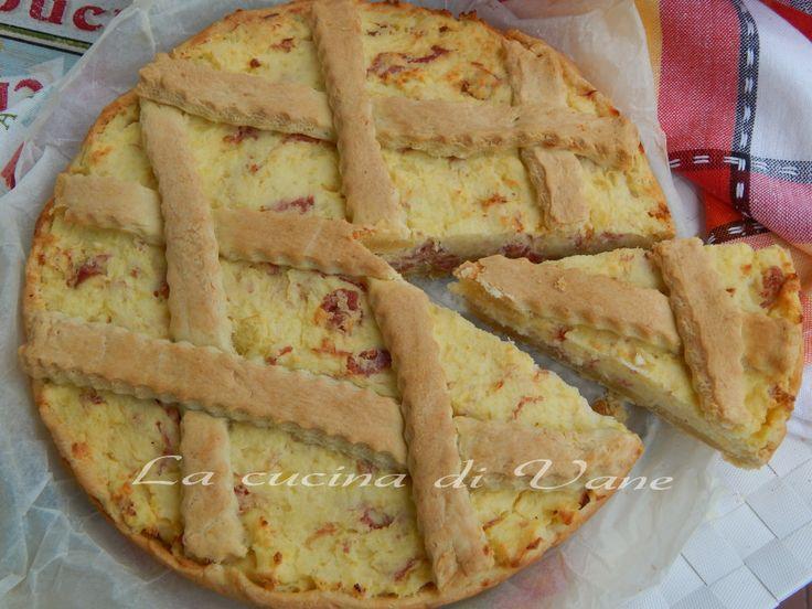 crostata salata con patate robiola e salame, ricette per torta salata golosa e facile da fare. ricetta per torta salata per buffet, per antipasto goloso