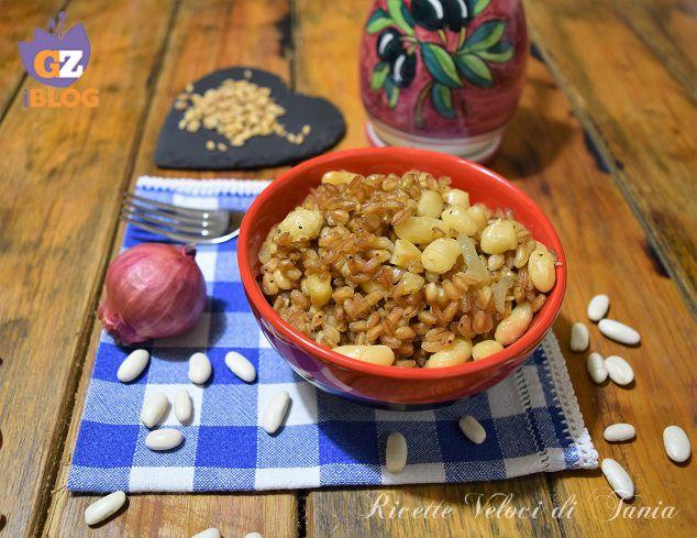 Il farro con fagioli cannellini e cipolla è un piatto completo, gustoso e ricco di benessere, perfetto per chi sceglie uno stile di vita sano !