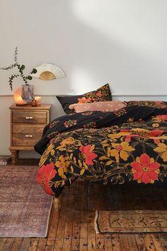 #schlafzimmer #bettdecke #kissen #tisch #decke #wow
