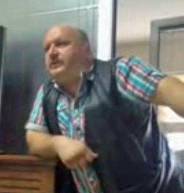 Dünyanın düz olduğunu iddia eden adam -1- Ayaküstü anlatayım (video)