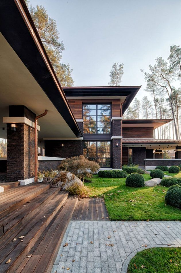 A Frank Lloyd Wright Style Home All The Way Over In Ukraine Mid Century Home Architecture Prairie House Exterior Design