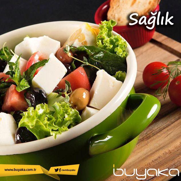 Öğünlerinizde hem kendinizi daha sağlıklı, hem hafif hissettirecek bol yeşillikli salatalar tüketmenizi öneririz. :) #BuyakaBiBaşka #Sağlık #Öneri #Salata #Lezzet