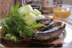 Lounaat ja brunssit – Tertin kartano Mikkeli Kahvilassa katetaan lounaspöytä päivittäin vuoden ympäri klo 11-16.00.  Lounaspöytä ma-pe 19,95€/henkilö Brunssi lauantaisin ja sunnuntaisin 24,90€/ henkilö  Päivittäin tarjolla mm. Sesongin salaatit ja alkupalavalikoima mm. Iivarin savumuikkuja ja sinappikastiketta Oman leipomon leivät ja hyytelöt Päivän keitto Pääruoka Jälkiruoka, kahvi ja tee
