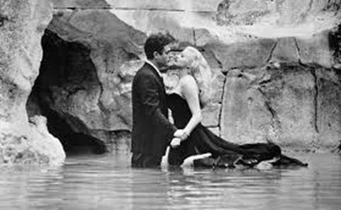Luiz Roberto Benatti  La dolce Vita, de Fellini, transformou em personagens criaturas do high society italiano do pós-guerra, mas não deixou de lado pessoas dos baixos estratos econômicos ou cultu…