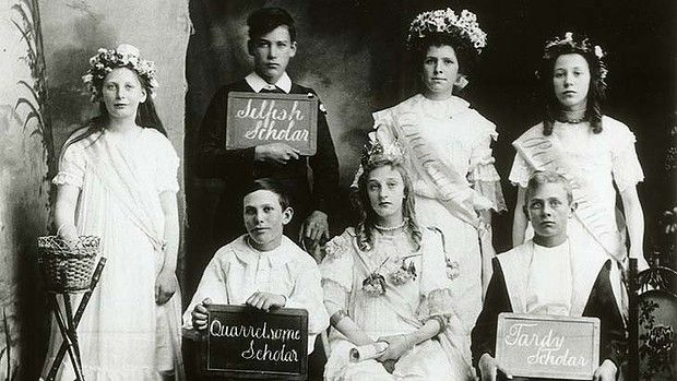 Qualities and defects on display ... pupils of Tasmania's Scottsdale Public School at Presentation night, 1900. Australia
