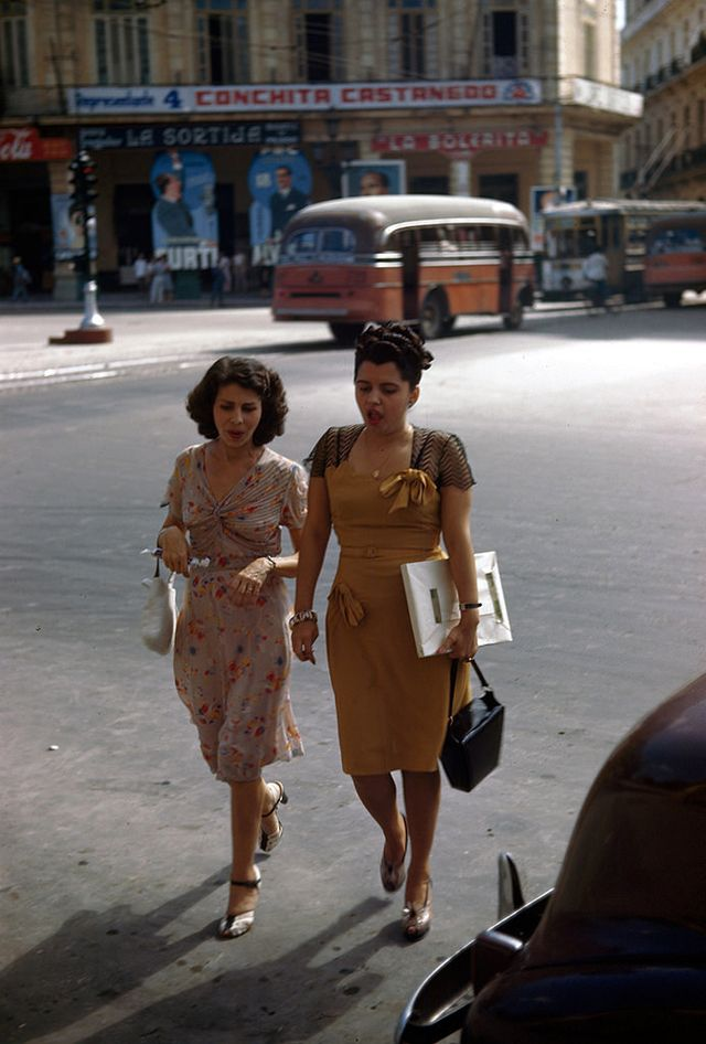 vintage everyday: 33 Color Photos Show Dresses That '40s Young Women Often Wore