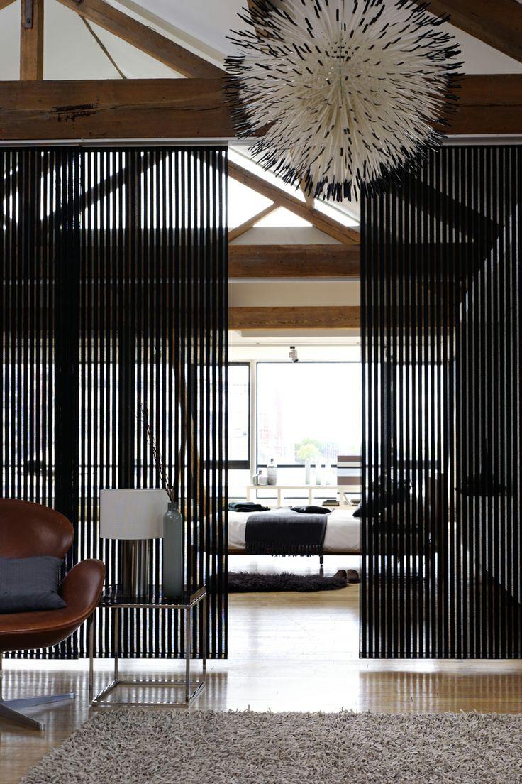 Las persianas verticales sirve para separar ambientes, ya sea en una decoración moderna o tradicional.