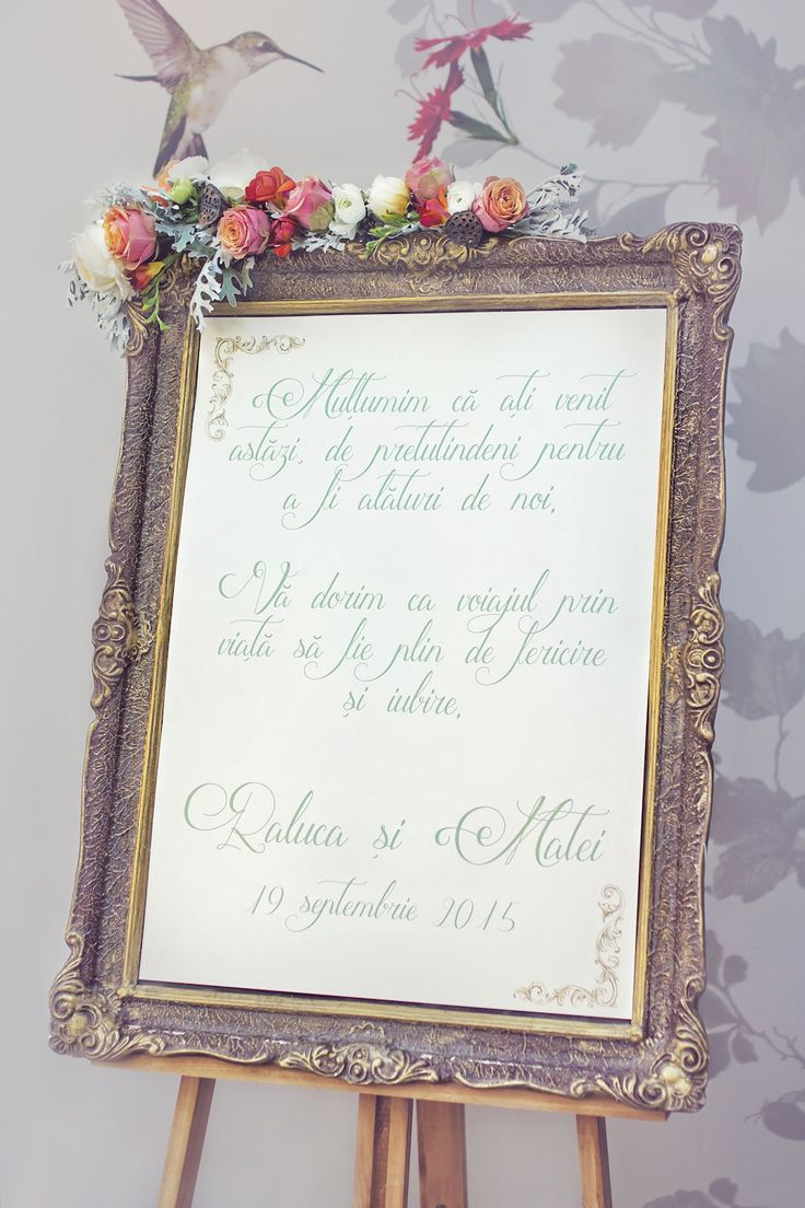 Welcome wedding sign with beautiful flower arrangement and gold frame