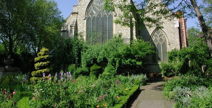 The Garden Museum in Vauxhall wants you to come and join in their Saturday gardening sessions. It's a great chance to learn about planting :)