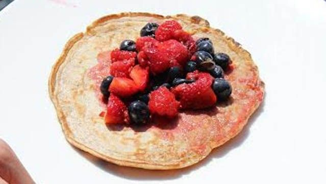 Healthy pancakes with fresh berry sauce