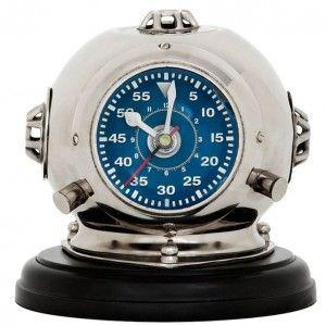 https://www.casa-padrino.de/casa-padrino-casque-de-plongee-montre-design-sur-un-piedestal-18-x-h-19-cm-horloge-de-bureau-de-luxe/luxus-uhren/a-99670/