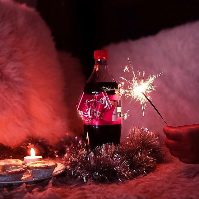 Happy Friday! It's time to celebrate!    Isn't this @CokeChristmasZA bow label the cutest!  @cocacolaza #CocaCola_ZA