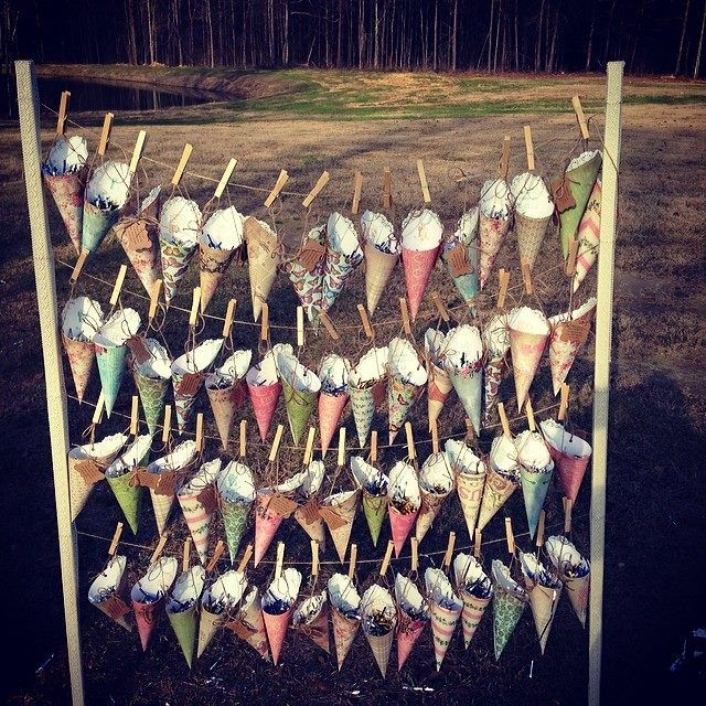 confetti toss cones | the barn at bridlewood hattiesburg ms | hattiesburg ms wedding planner | confetti toss cone display