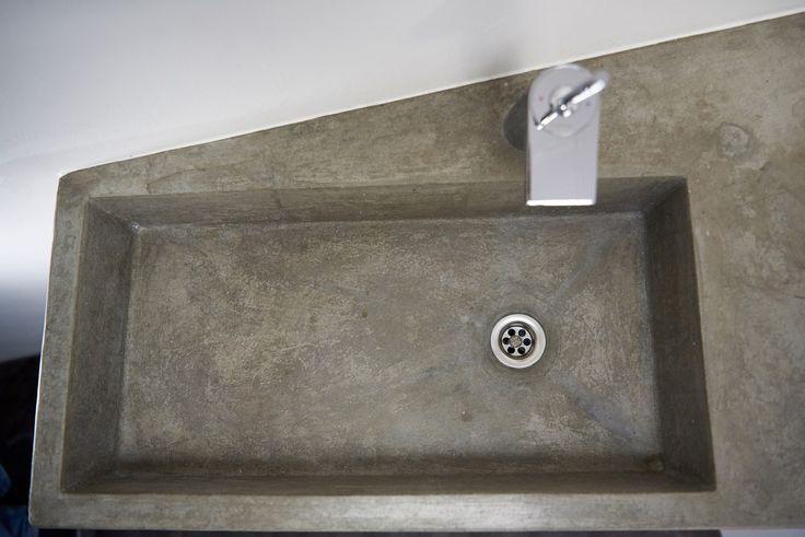 Ein Waschbecken aus Beton für Designliebhaber, die Wert auf Maß- und Handarbeit legen. Der betonbauer Christoph Pesch fertigt Einzelstücke ganz nach Kundenwunsch und Gegegebenheiten an.