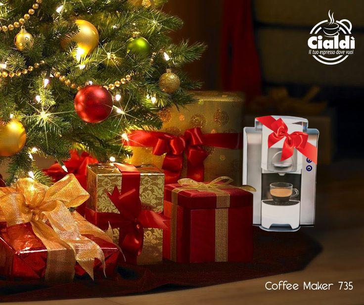 """Un #caffè sotto l'albero? Perché no!  Vi presentiamo """"Coffee Maker 750"""", la macchina dal design compatto, disponibile in tanti colori e perfetta per il tuo espresso cremoso. Addio lunghe attese per il primo caffè: con Coffee Maker, il preriscaldamento dura solo 30 secondi!  Scopri di più: http://bit.ly/1N1IbMf"""