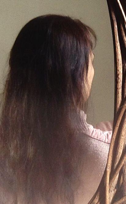 """Test #SaintAlgue #Syoss Gloss Sensation. APRES coloration semi permanente  """"Chocolat Doré"""" réf: 3-86: Le produit colorant n'étant pas trop liquide, il ne coule pas. 'L'application et la pause en sont aisées. Pause un peu longue : 25mn minimum! Et le parfum laissé sur les cheveux n'est pas très agréable. Pour le rendu: Même si la couleur me semble un peu trop foncée, plutôt chocolat NOIR doré!  Je suis contente de la brillance, et des jolis reflets un peu acajou. Merci #LaBelleAdresse ."""
