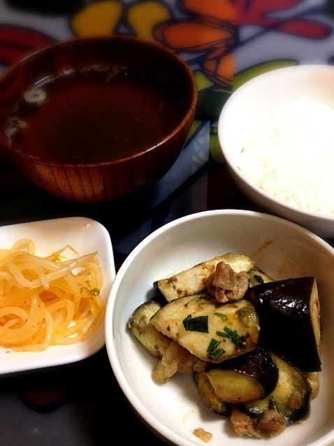 肉味噌炒めに大葉を入れたら案外イケる - 0件のもぐもぐ - ナスの肉味噌炒めとナムルと中華スープ by inkyogashitai