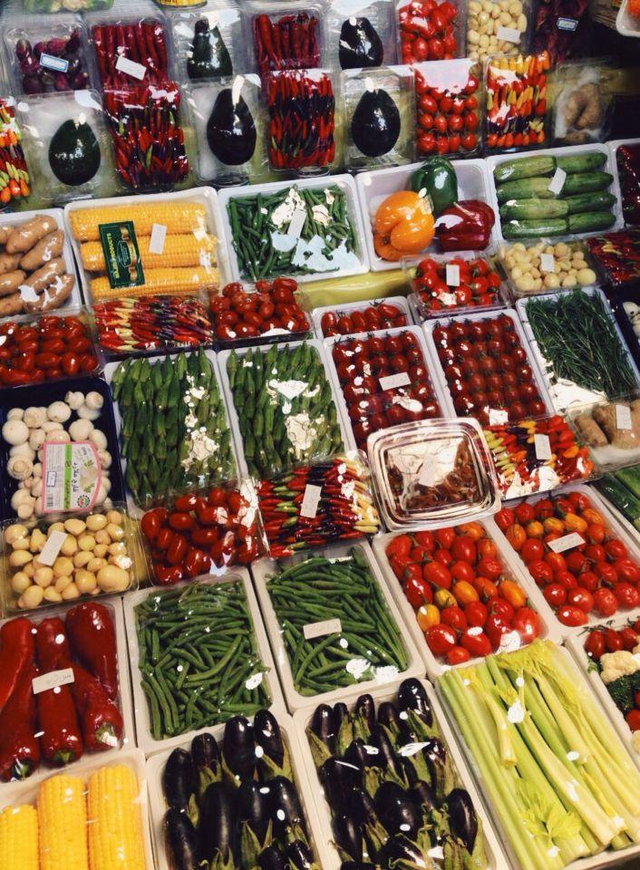 Iran/tehran/tajrish/bezar/colorful/fruits