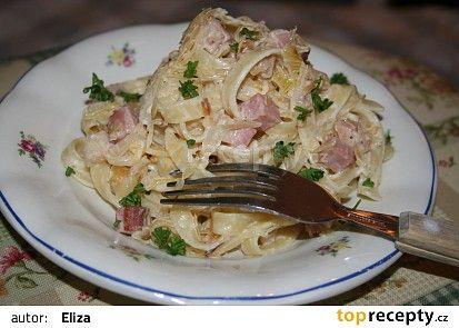 Nudle se zelím a slaninou recept - TopRecepty.cz