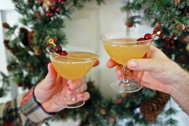 Celebrate ginger two ways with this bourbon cocktail that's bold, crisp and perfect for ringing in the seasonal festivities all winter long.   From the experts at HGTV.com.