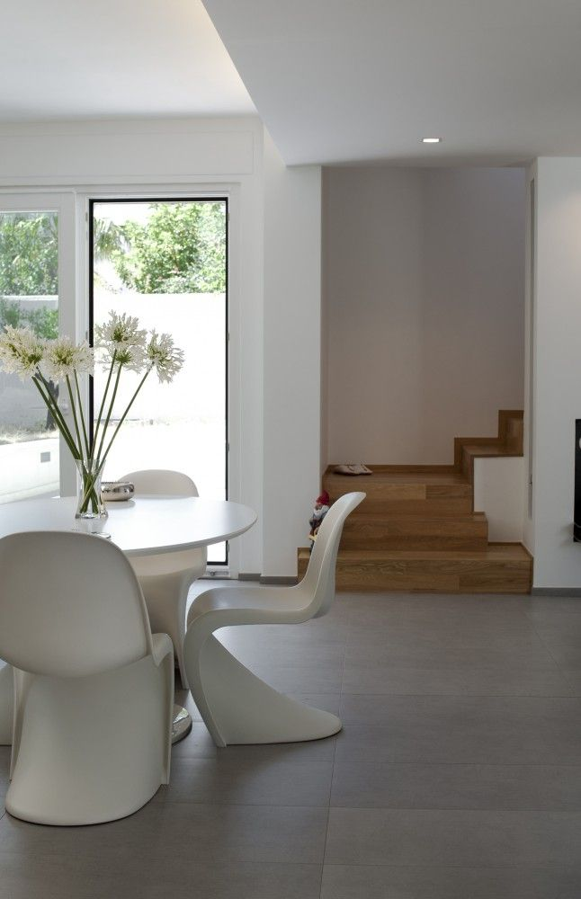 Villa Di Gioia / Pedone Working. Love the combination of white furniture, concrete floor and walnut wood staircase