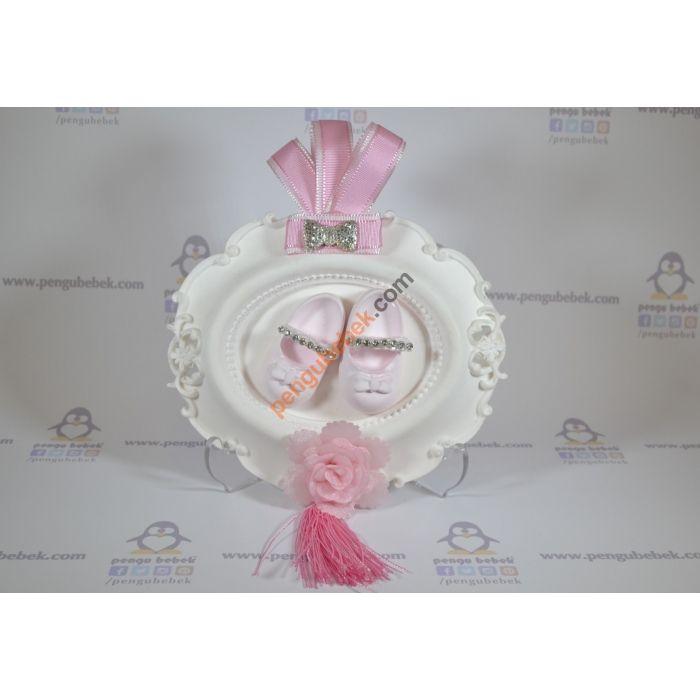 Balerin Mini Tablo, bebeğinizin gelişi anısına ziyaretçilerinize verebileceğiniz çok sevimli bir hatıra. Pengu Bebek