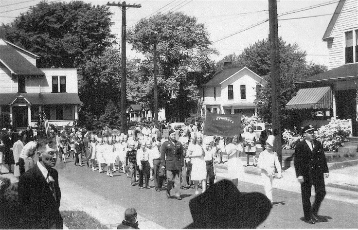 A parade comes around the corner from Clark onto West Spaulding, an area that was all residential at that time. No date available. Courtesy Willoughby Historical Society. (via @Willoughby Today)