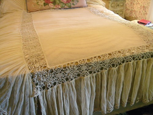 Tambour Lace Coverlet Bedspread Ruffled Skirt Cream White