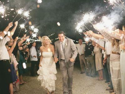 Cómo usar las luces de bengala para tener fotos hermosas en tu boda (o antes): Tips básicos