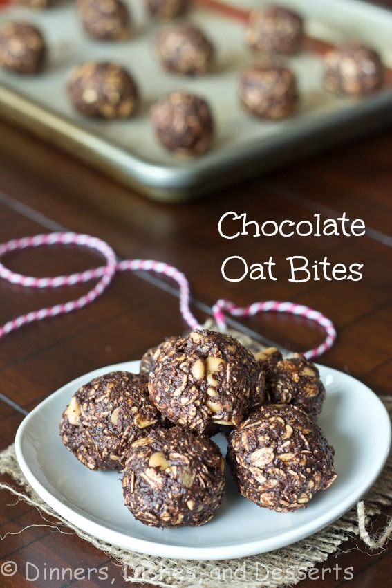 Gluten-free Chocolate Oat Bites :: banana + coconut oil + honey + vanilla + cocoa powder + old fashioned oats + peanut butter chips