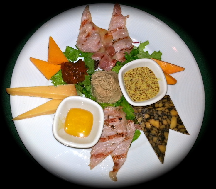 Cattle 'n Clover's Plowman's Special:  Cahill's Farm Irish Porter with Guinness, Kerry Gold Red Liecester Cheddar, 3 Year Aged IRish Gouda, Irish Bangers and Bacon, Duck Pate with caramelized onions, served with whole grain mustard, mango chutney, costini and clover honey